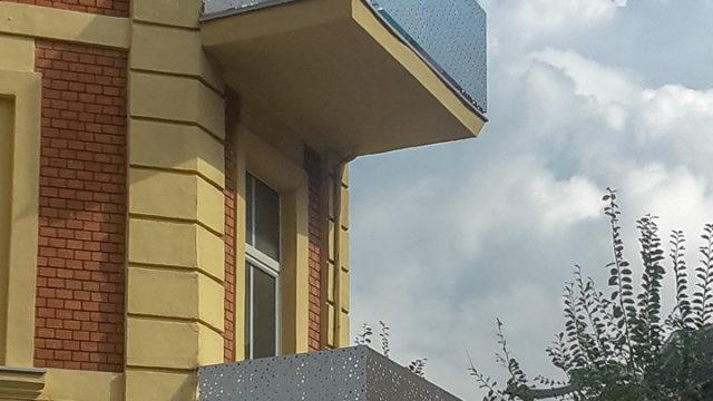 Balkonbruestung Lochblech